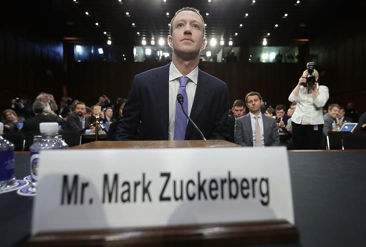 Mark Zuckerberg az amerikai szenátus igazságügyi és kereskedelmi bizottsága előtti meghallgatásán, 2018. áprilisában. (fotó: Getty)