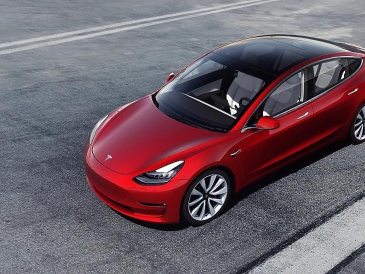 Végre sínre kerül a Model 3?