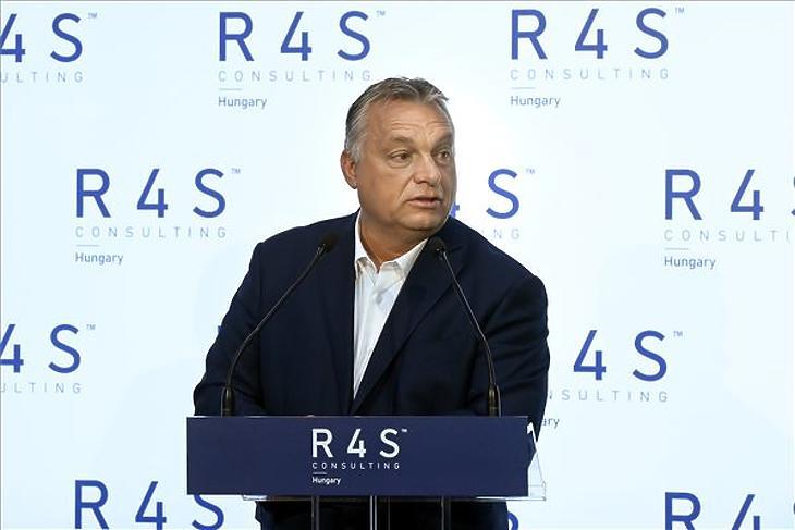 Orbán Viktor miniszterelnök beszédet mond a public affairs és public relation tevékenységre specializálódott lengyel R4S vállalat budapesti üzletfiók-megnyitóján a Four Seasons szállóban 2020. október 8-án. (Fotó: MTI/Koszticsák Szilárd)