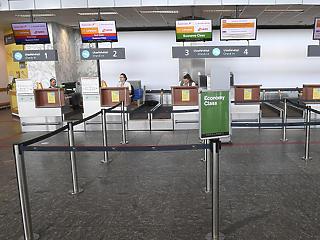 Közel 50 százalékkal zuhantak be az utasbiztosítások díjbevételei az első félévben