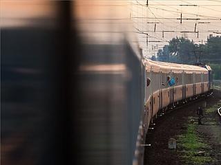 Szájmaszkot, fertőtlenítőt, gumikesztyűt adott MÁV a nemzetközi vonatokon dolgozóknak