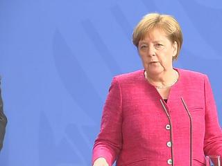 Merkel kész tárgyalni a személyautók vámjának csökkentéséről
