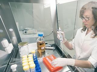 90 százaléknál magasabb hatékonyságú koronavírus-vakcinát fejlesztett a Pfizer és a BioNTech