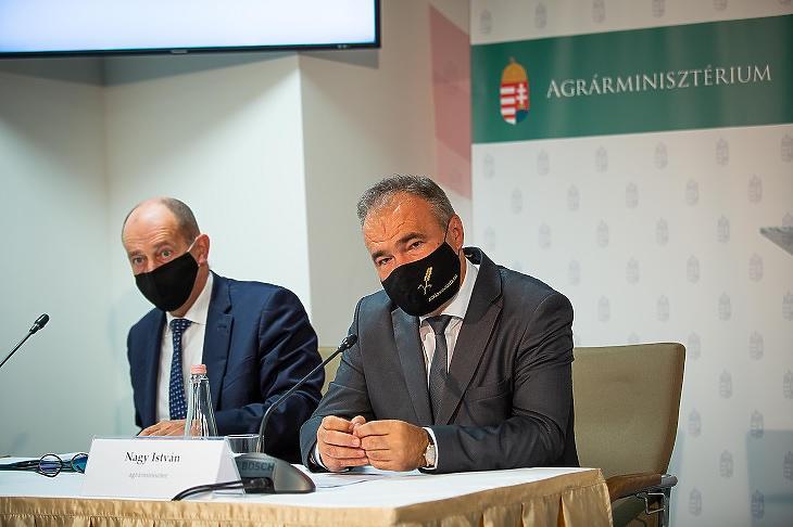 Nagy István mezőgazdasági miniszter és Mészáros József, a MÁK elnöke