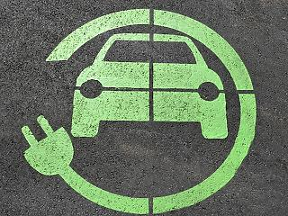 Elektromos autókat kap 90 kórház