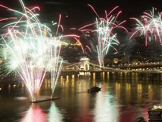 Tényleg gigantikus tűzijátékra készül a kormány: 1,3 milliárdot is elköltenének rá