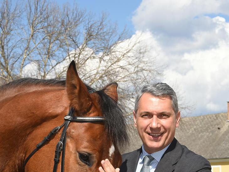 Lázár János kormánybiztos interjú Mezőhegyes ménes (Fotó: Bánkuti András)