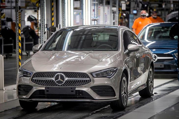 Kizárólag Kecskeméten készülnek a Mercedes-Benz új plug-in hibrid CLA modelljei (MTI Fotó / Ujvári Sándor)