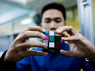 Eladják a Rubik kockát - kanadai kézbe kerül