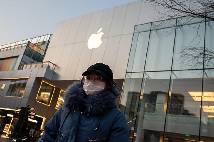 Az Apple bezárta a Kínában található boltjait, miközben a gyártás is akadozik