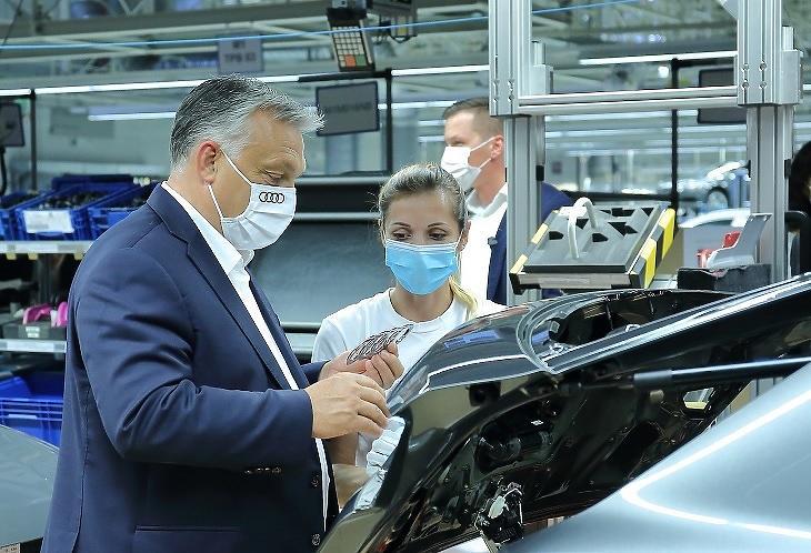 Orbán Viktor az Audi győri gyárában (Forrás: Audi Hungária Zrt.)