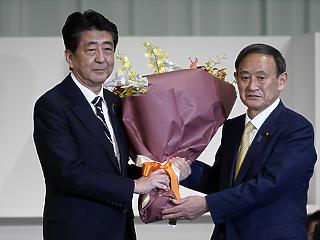 Szuga Josihide egy lépésre a japán miniszterelnökségtől