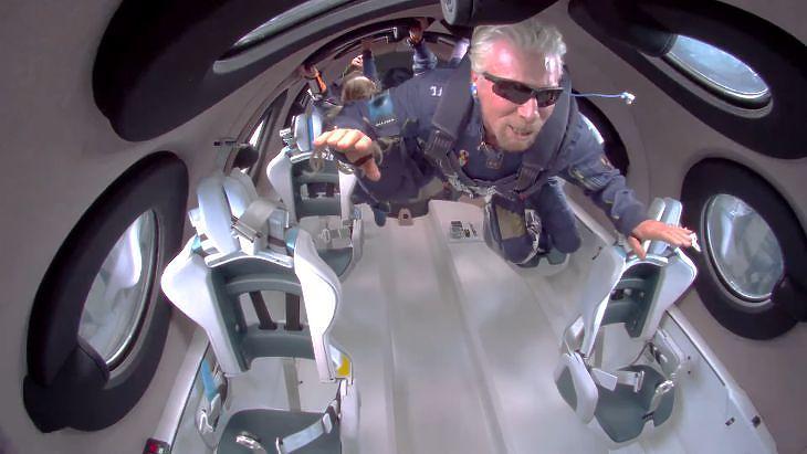 Richard Branson a világűr peremén - forrás: Youtube / Virgin Galactic