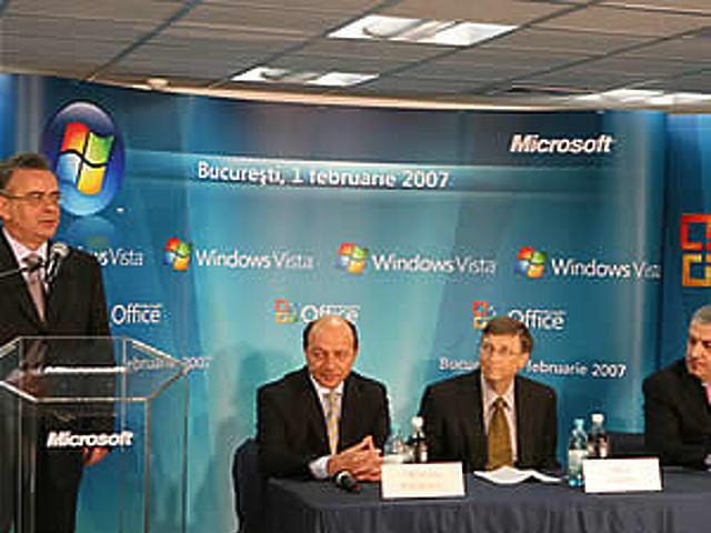 Bill Gates a Microsoft bukaresti sajtótájékoztatóján