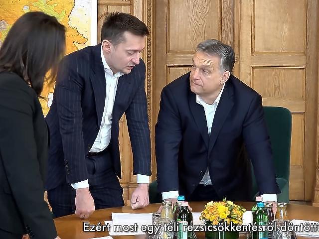 Orbán Viktor fontos politikusok társaságában