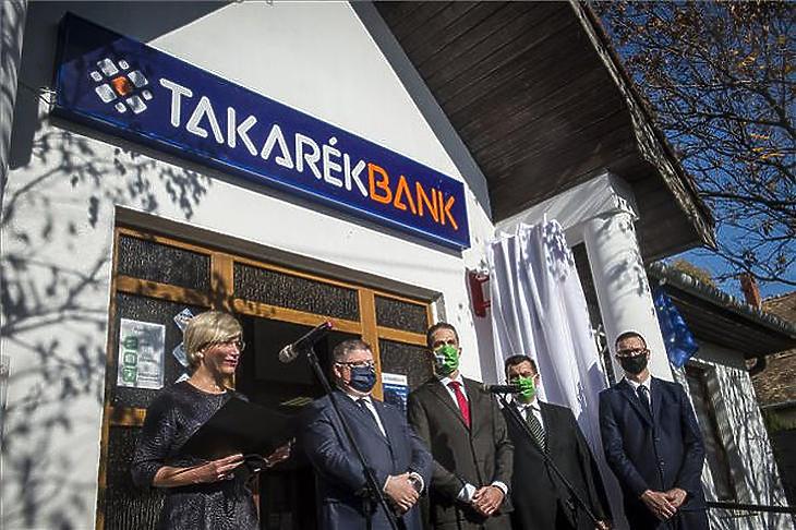 A Magyar Posta és a Takarékbank egymásra talált Fotó: MTI
