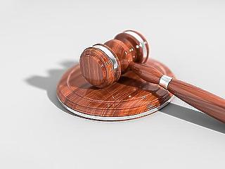 Jövő héten hirdetnek ítéletet az amerikai kitiltási botrány kirobbantójának perében
