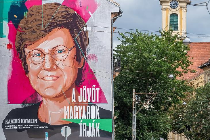 Karikó Katalint ábrázoló ötemeletes falfestmény a budapesti Krisztina körúton (Fotó: MTI/Balogh Zoltán)