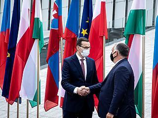 Hihetetlen: Orbán Viktor maszkot húzott