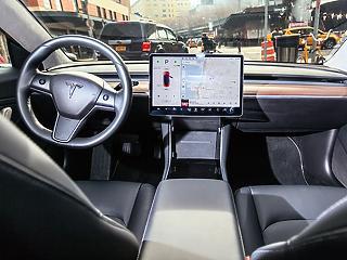 Így néz ki a prémium Tesla belülről