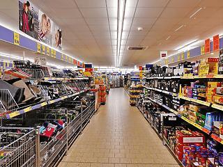 Továbbra is lejtmenetben a hazai kiskereskedelem