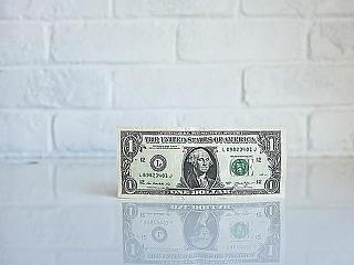 Egy hamburgerrel bizonyították be, hogy mennyire drága a dollár