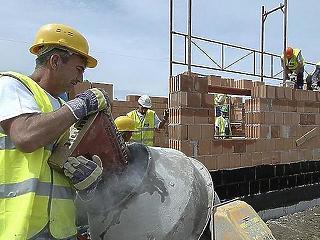 Őszi hajrára készülnek a nagy építőipari cégek, a kicsik továbbra is szenvednek