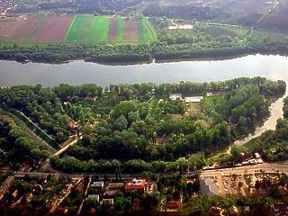 3,8 milliárdból panoráma medencés akadémia épülhet Szentendrén