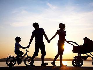 Ennyit spórolt tavaly a kormány a gyerekes családoknak