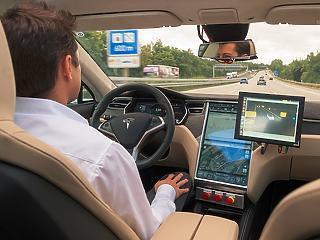 Egy felmérés szerint egyre többen bíznak az önvezető autókban