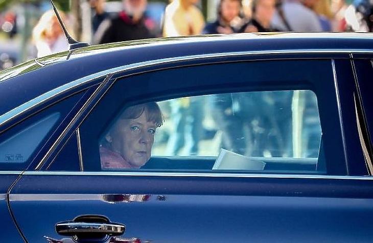 Angela Merkel német kancellár nehezen enged az autógyártóknak (Forrás: MTI)