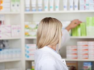 Gyógyszertárak: van, ahol saját készítésű maszkban dolgoznak