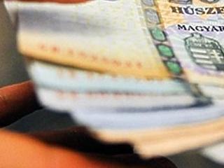 Fizetésemelés és SZÉP-kártya: mire készülnek a hazai cégek?