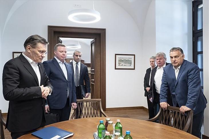 A küldöttség a miniszterelnöknél (forrás: MTI)