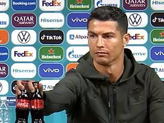 4 milliárd dollárt bukott a Coca Cola, miután Cristiano Ronaldo elpakolta az üvegeket a sajtótájékoztatón