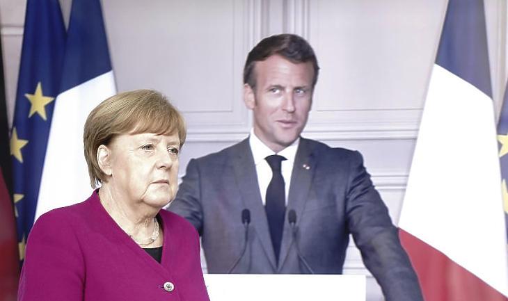 Angela Merkel német kancellár sajtótájékoztatóra érkezik Emmanuel Macron francia elnökkel folytatott videókonferenciáját követően Berlinben (Fotó: MTI/AP/DPA/Kay Nietfeld)