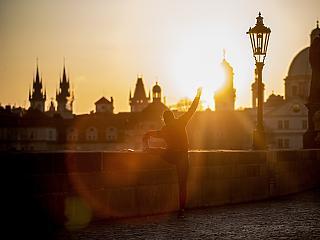 Prágában is tömegtiltakozás volt a drákói vírus szigor ellen