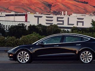 Hiába pörgette fel a gyártást a Tesla, az új rendelések nem akarnak jönni