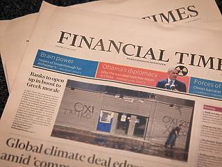Olyan pofátlanul sokat keresett a Financial Times vezére, hogy az már neki is kínos volt