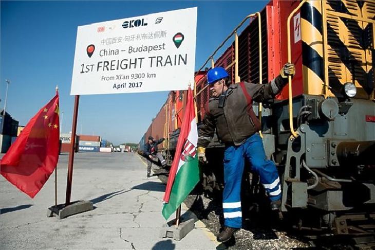 2017. április 21.: megérkezik Budapestre az első kínai teherszállító szerelvény, mely közvetlenül közlekedett a két ország között. (Fotó: MTI)