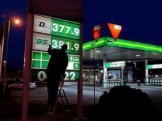 Itt a téli szezon első üzemanyagár-emelése