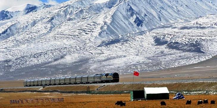 Kínai vonat Tibetben, a Himalájában. (AFP/Wang Song)