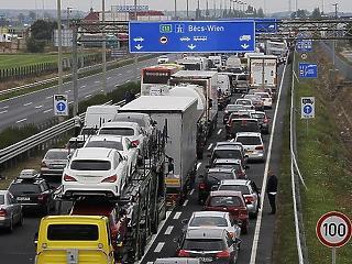 Óriási autóipari cégegyesülés - rábólintott az EU