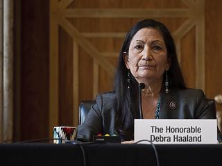 Kinevezték az USA történetének első indián származású szövetségi miniszterét