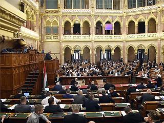 Iskolarendőrök, egyszer használatos műanyagok, rozsdaövezeti akcióterületek - ezekről is szavazott a parlament