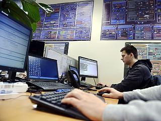 Bruttó félmillió forint is lehet idén a kezdő programozók fizetése