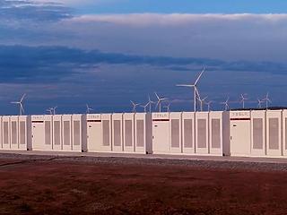 Üzembe állt a Tesla lítiumos gigaakkumulátora, amit fogadásból építettek