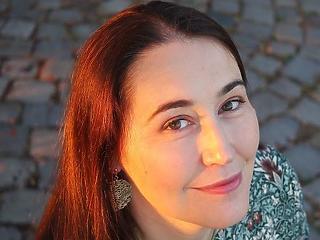 Ha valaki felfedezné, hogyan lehet strandolás közben alkotni, szóljon - interjú Szabó T. Anna íróval