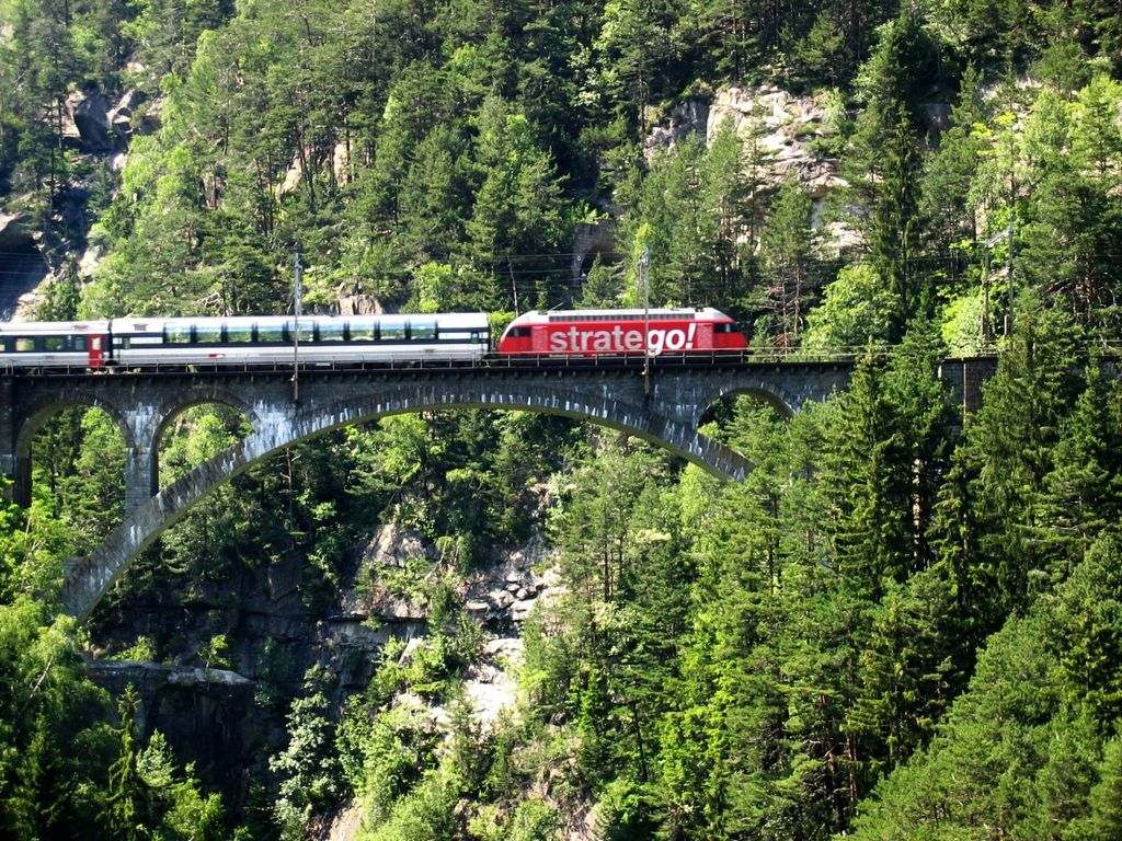 Intercity a Gotthárd-vasútvonalon. (Forrás: Wikipédia)