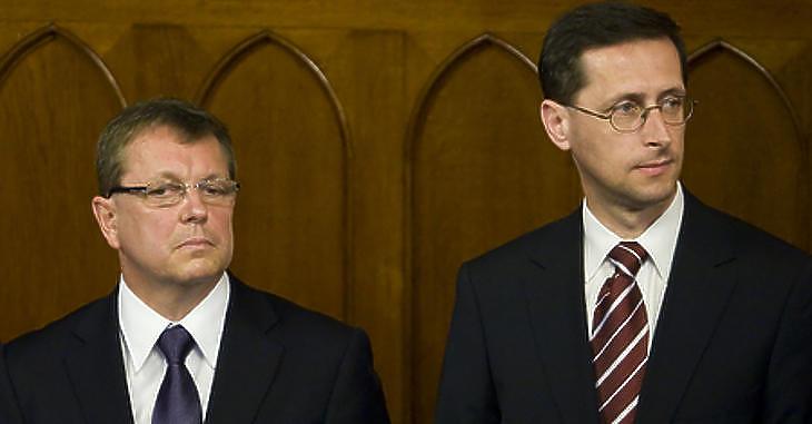 Matolcsy György és Varga Mihály. Fotó: MTI